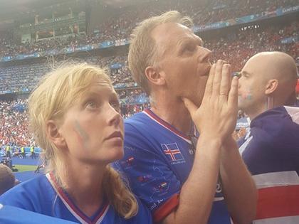 CHÙM ẢNH: Những khoảnh khắc CĐV khi Iceland nhấn chìm Áo phút bù giờ