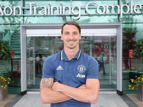 CĐV Man United phải chờ thêm 2 tuần để chứng kiến màn ra mắt của Ibrahimovic