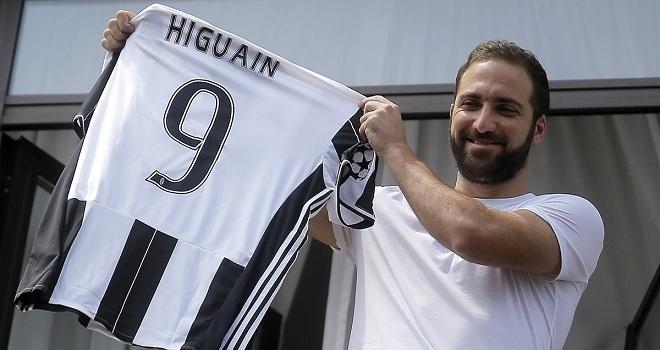 Gonzalo Higuain nói gì trong thời khắc gia nhập Juve?