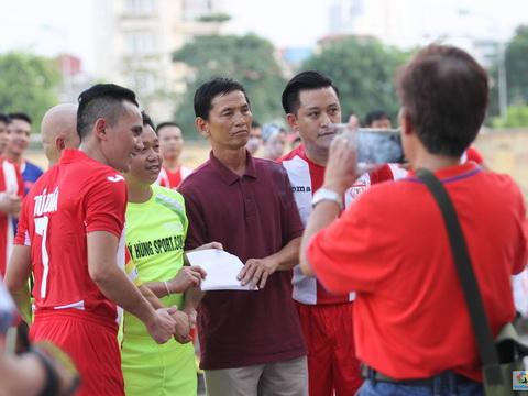 Tuấn Hưng ghi bàn trong trận đấu ủng hộ VĐV Huyền Trang