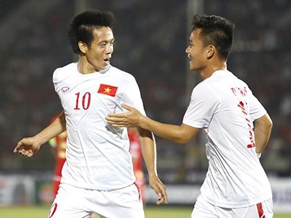 """HLV Phan Thanh Hùng: """"Đội tuyển Việt Nam kết hợp hài hòa giữa sức trẻ và kinh nghiệm"""""""