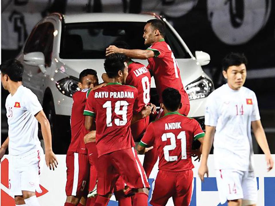 Bình luận Indonesia 2-1 Việt Nam: Xin đừng bao biện những sai lầm!