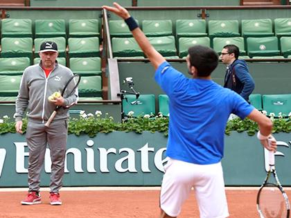 Boris Becker: Djokovic sa sút vì lười tập