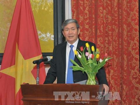 Bộ Chính trị: Nghiêm cấm cán bộ, đảng viên lợi dụng kỷ niệm, bổ nhiệm... để 'tiệc tùng'