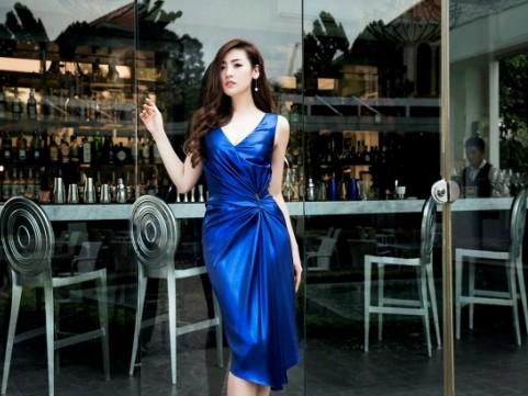 Á hậu Tú Anh đẹp dịu dàng trong BST của Lê Thành Hòa