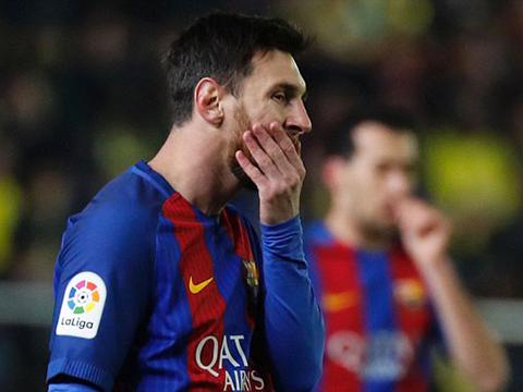 Dani Alves cảm thấy CÔ ĐƠN vì không có Messi và đồng đội ở Barca trong đêm Gala