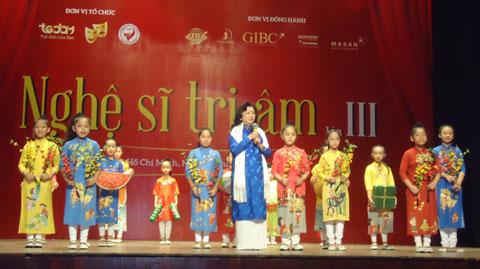 Kỳ Nữ Kim Cương vận động 'sắm tết' cho nghệ sĩ nghèo
