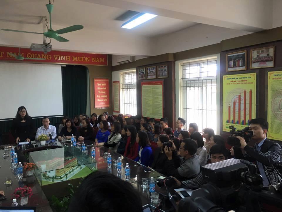 Đang công bố quyết định cách chức hiệu trưởng Trường Nam Trung Yên