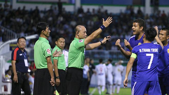 Phó Ban Trọng tài VFF Dương Văn Hiền: 'Anh em trọng tài sốc lắm'