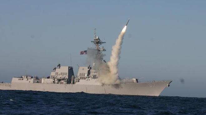 VIDEO: Cận cảnh tên lửa Tomahawk rời bệ phóng tấn công căn cứ không quân ở Syria