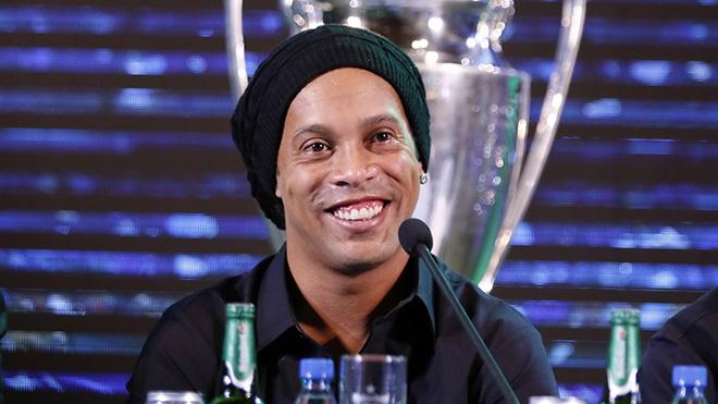 Ronaldinho: 'Bóng đá cho tôi tất cả, không lấy đi thứ gì'