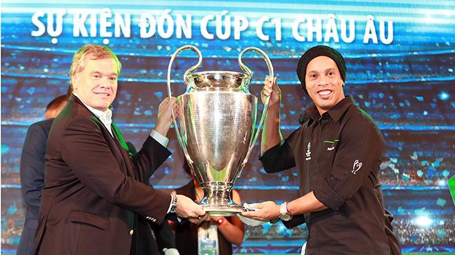 Ronaldinho Gaucho đến Việt Nam: Xin chào anh, Rô 'vẩu'!