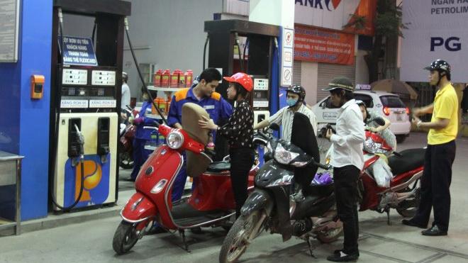 Giá xăng dầu tăng đồng loạt 350 đồng/lít