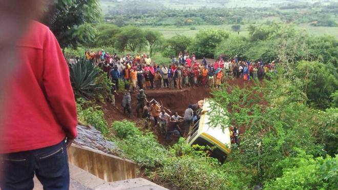 Tai nạn xe buýt thảm khốc, gần 30 học sinh thiệt mạng
