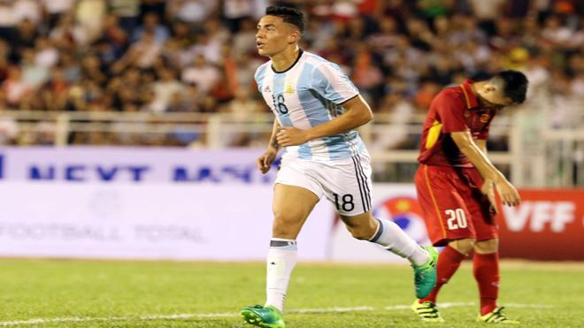 HLV U20 Argentina 'chê' bóng đá Việt Nam