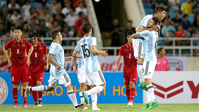 U22 Việt Nam thua U20 Argentina: Anh không bằng em