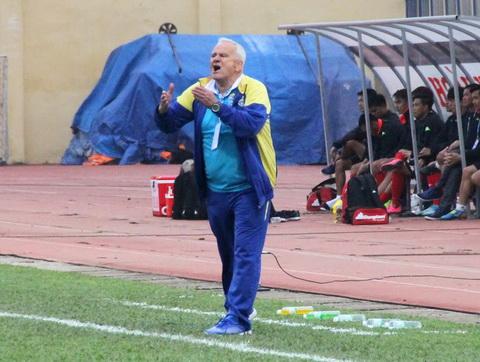 HLV Petrovic: Tôi mới là người chịu áp lực, không phải cầu thủ FLC Thanh Hóa - Ảnh 1.