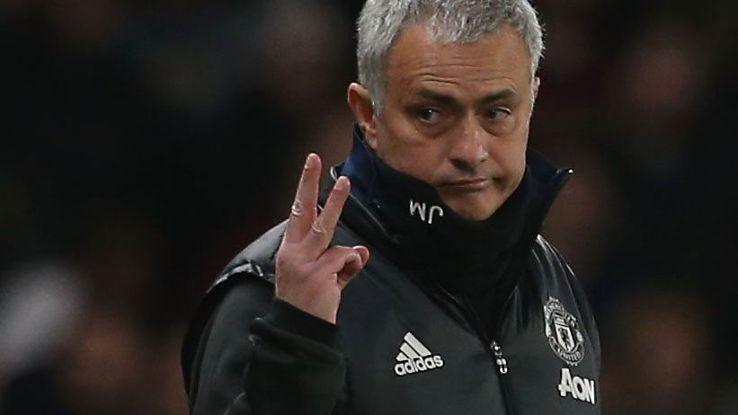 3 vấn đề cho Mourinho nhìn từ trận Benfica 0-1 MU