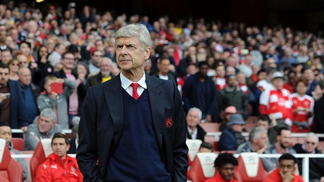 BÌNH LUẬN: Tuần cô đơn nhất của Wenger tại Arsenal