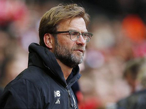 Klopp: 'Ai đọc báo thì cứ nghĩ chúng tôi là đội tệ nhất Premier League vậy'