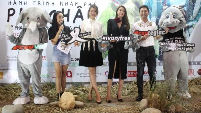 MC Phan Anh cạo trọc đầu để… bảo vệ tê giác