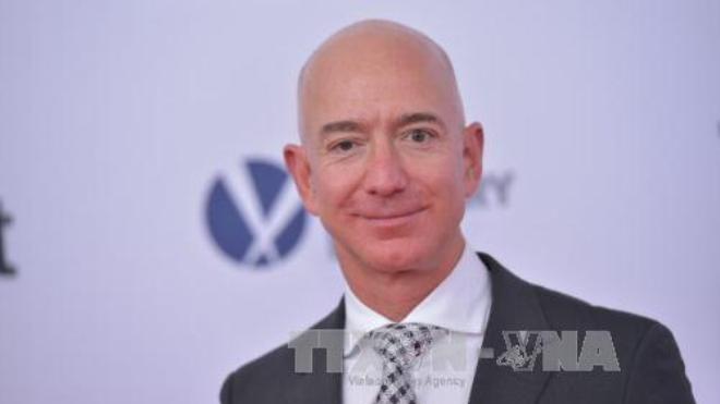 Tỷ phú giàu nhất thế giới Jeff Bezos tiếp sức 'giấc mơ Mỹ'