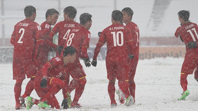 Ca sĩ Nguyễn Trần Trung Quân: 'Xin đừng để bóng đá trở thành showbiz...'