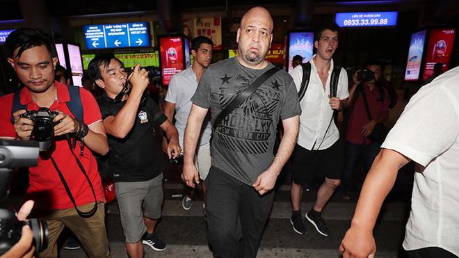 Flores đến TP.HCM, chờ đối đầu Huỳnh Tuấn Kiệt