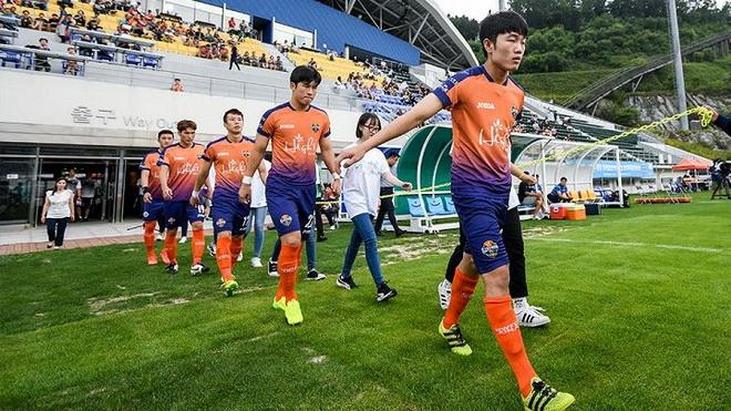 HLV Gangwon chê Xuân Trường, sao HAGL chia tay U22 Việt Nam