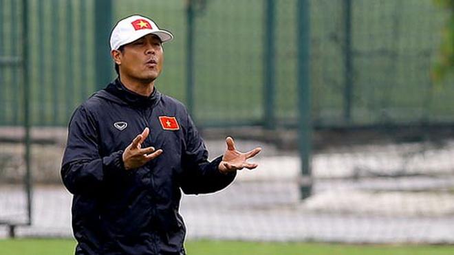 HLV Hữu Thắng trấn an học trò, tiết lộ bất ngờ về thủ thành số 1 U22 Việt Nam