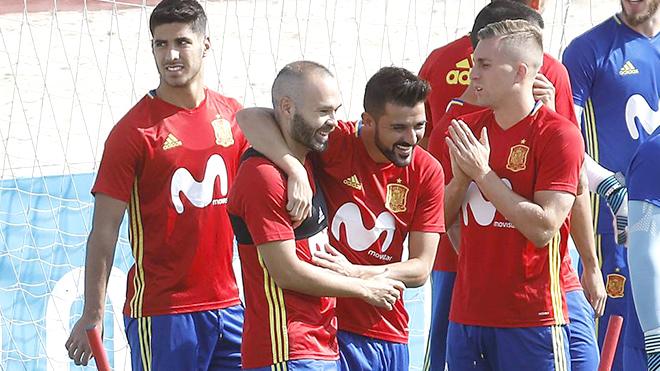 David Villa tái xuất chứng tỏ Tây Ban Nha rất đau đầu với hàng công