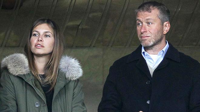 Abramovich cảm thấy như 'ác mộng' khi bỏ vợ trẻ