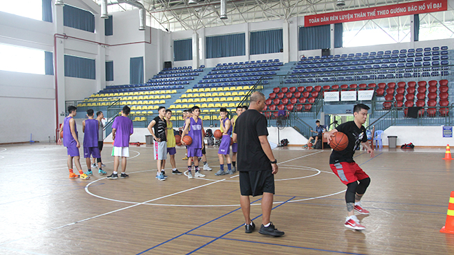 'Ông trùm futsal' ươm mầm cho bóng rổ Việt