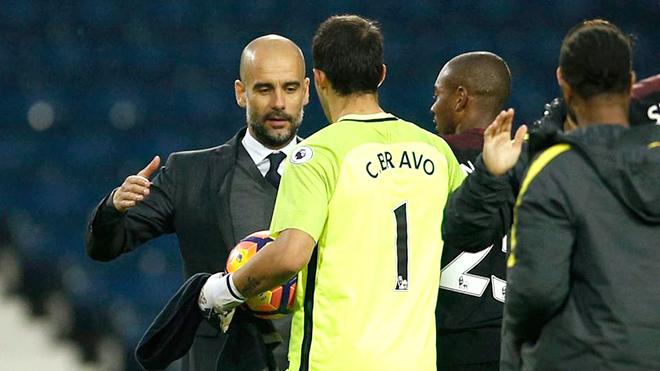 Ở Man City, Claudio Bravo chưa thể thuyết phục được Pep Guardiola