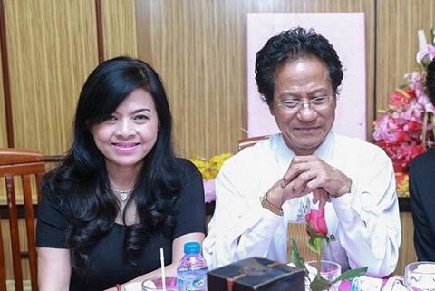 Chế Linh và vợ