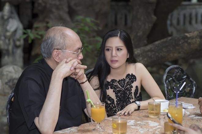 Nhạc sĩ Vũ Thành An trao đổi với ca sĩ Hiền Anh