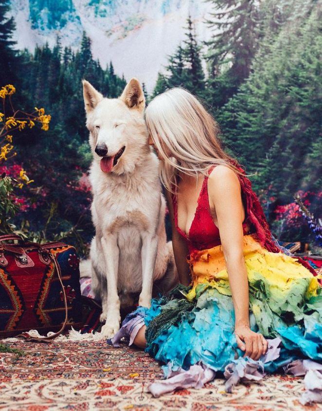 Sói Scout (5 tuổi) luôn thể hiện sự điềm tĩnh đặc trưng của loài sói nhưng hiền hoà và thân thiện hơn nhiều.
