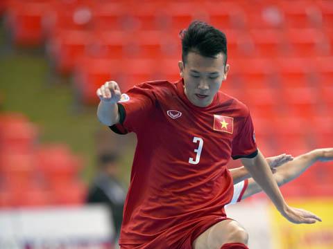 Văn Nguyên đã có trận đấu ấn tượng trong chiến thắng 4-2 của U20 Việt Nam trước U20 Tajikistan. Ảnh: Quang Thắng