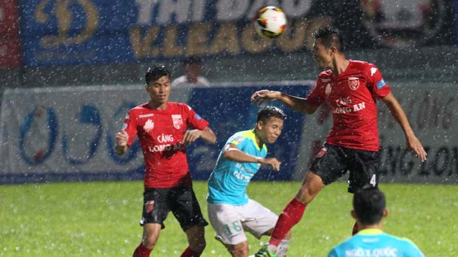 Thắng trận, cầu thủ Quảng Nam suýt nữa đánh nhau ngay trên sân