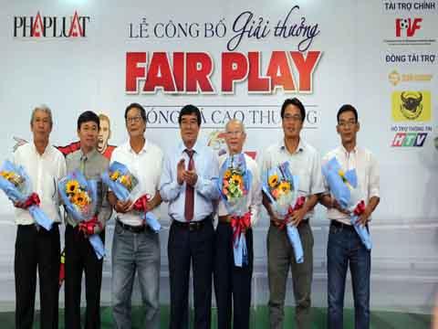 Hội đồng thẩm định giải Fair Play 2017 ra mắt sáng 4/8. Ảnh: Quang Liêm