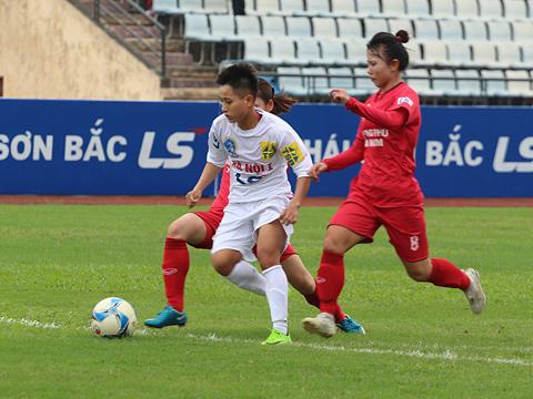 Hà Nội 1 vẫn dậm chân ở vị trí thứ 4 với 3 điểm ít hơn đội hạng 3 Than khoáng sản Việt Nam sau vòng 12. Ảnh: Duy Anh