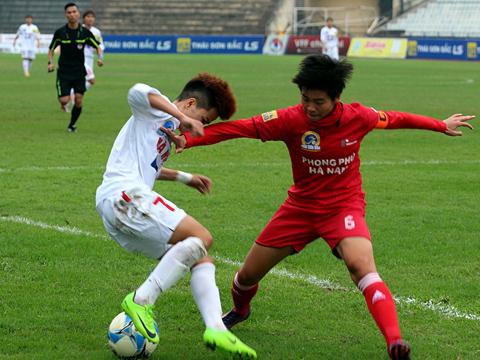Dù rất nỗ lực nhưng Nguyễn Thị Muôn cũng không thể giúp Hà Nội 1 đánh bại đội chủ nhà. Ảnh: Duy Anh