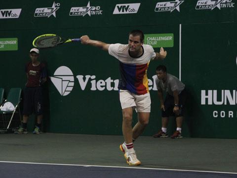 Sau Trung Quốc, Mikhail Youzhny lại vô địch giải đấu ở Việt Nam. Ảnh: V.H