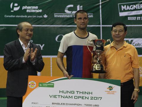 Tay vợt người Nga nhận 7200 USD tiền thưởng và 90 điểm ATP. Ảnh: V.H