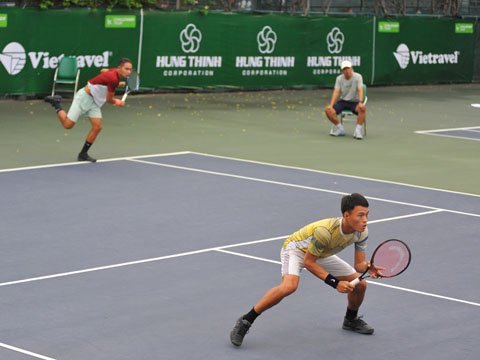 Minh Tuấn và Linh Giang là 2 VĐV đầu tiên của chủ nhà bị loại khỏi giải đấu. Ảnh: VT