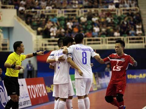 Đánh bại đương kim Á quân châu Á,Thái Sơn Nam sẽ chạm trán Chonburi ở bán kết giải đấu vào 16h chiều 28/7. Ảnh: Lê Linh