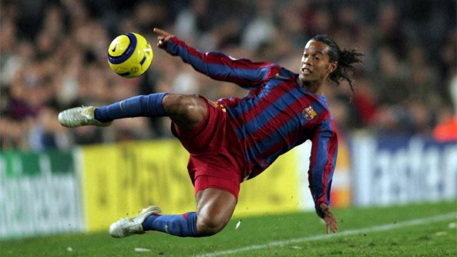 Bước ngoặt mùa 2003-04 với Ronaldinho đã tạo nên Barca vĩ đại