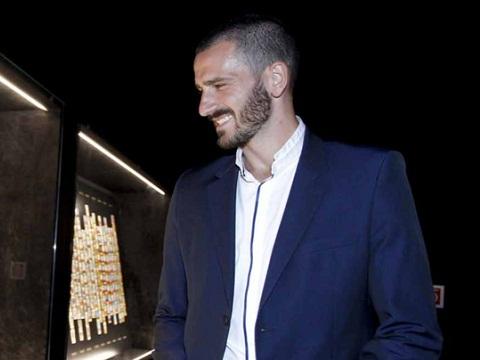 Tới Milan, Bonucci cạo sạch râu, quyết đoạn tuyệt quá khứ với Juventus?