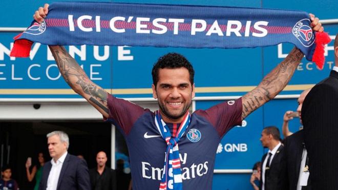 Dani Alves bị cười nhạo sau khi tuyên bố 'đến PSG không phải vì tiền'