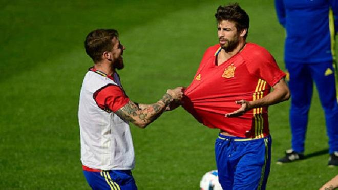 Mâu thuẫn giữa Pique và Ramos lên đến đỉnh điểm vì xứ Catalunya
